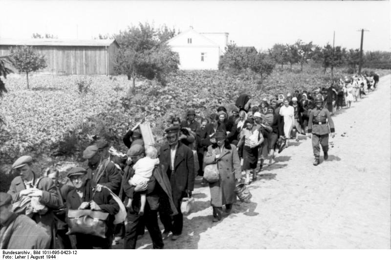 Wysiedleńcy w drodze do Pruszkowa; Bundesarchiv, Bild 101I-695-0423-12 / Leher / CC-BY-SA 3.0