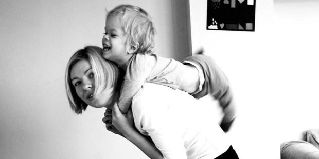 Dominik chory na achondroplazję wraz z mamą