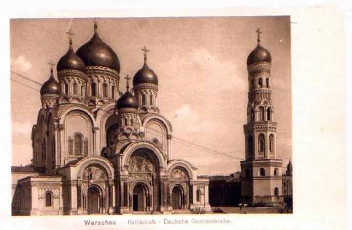 Sobór Aleksandra Newskiego na Placu Saskim w Warszawie. Zdjęcie z lat pierwszej wojny światowej, kiedy świątynię zamieniono na niemiecki kościół garnizonowy.
