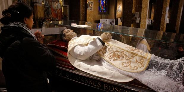 Modlitwa przy ciele św. Jana Bosko