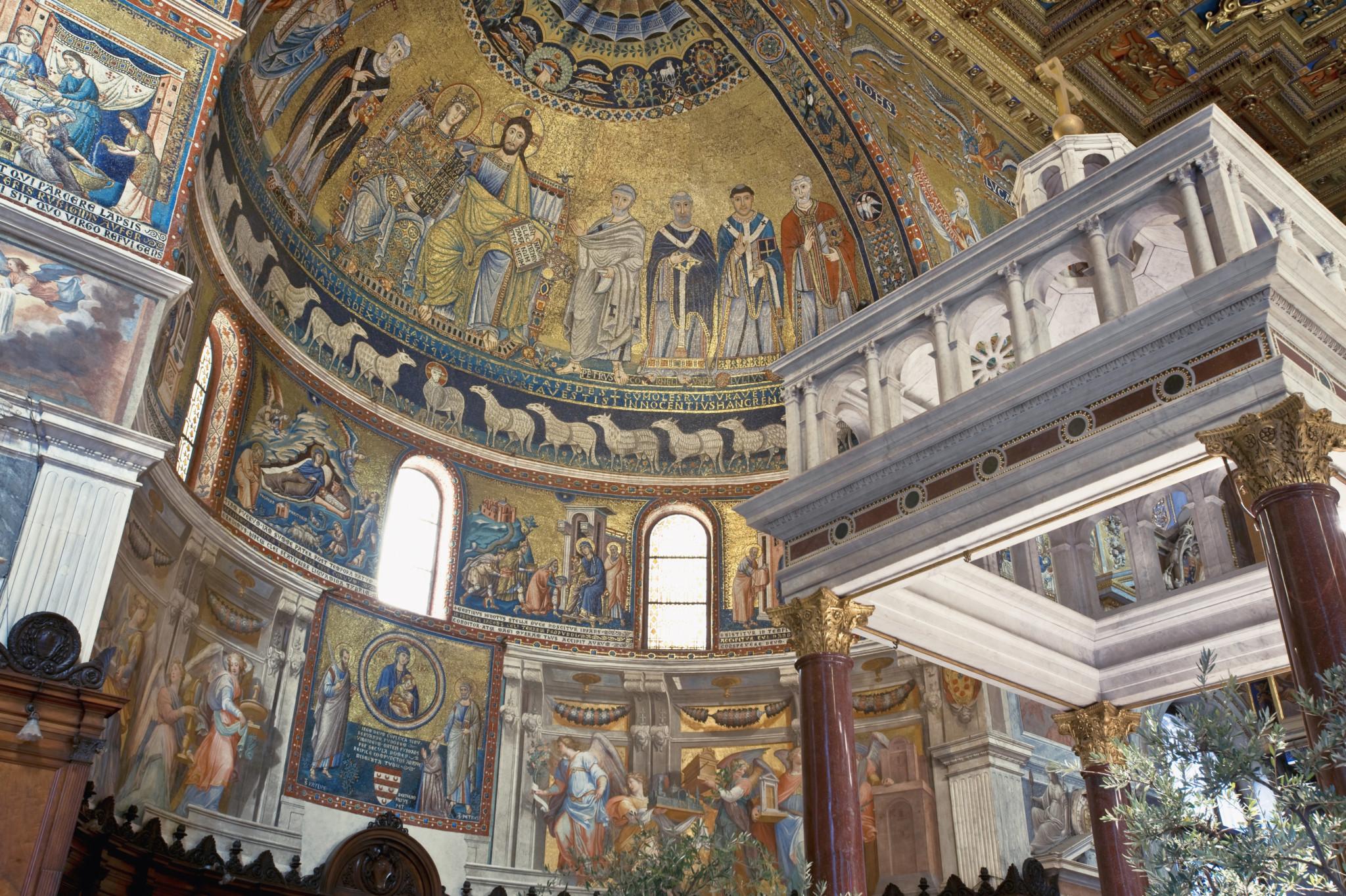 Wnętrze bazyliki Santa Maria in Trastevere.
