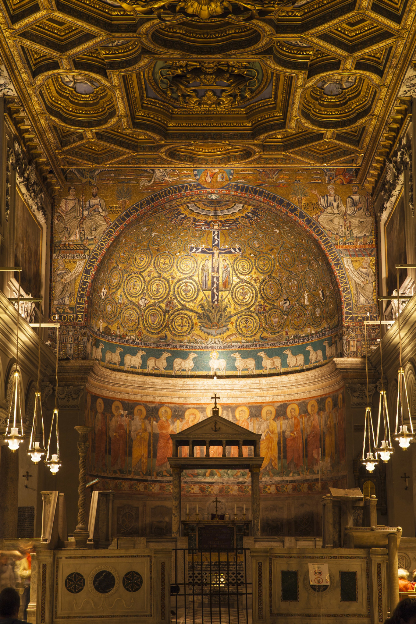 Wnętrze bazyliki św. Klemensa.