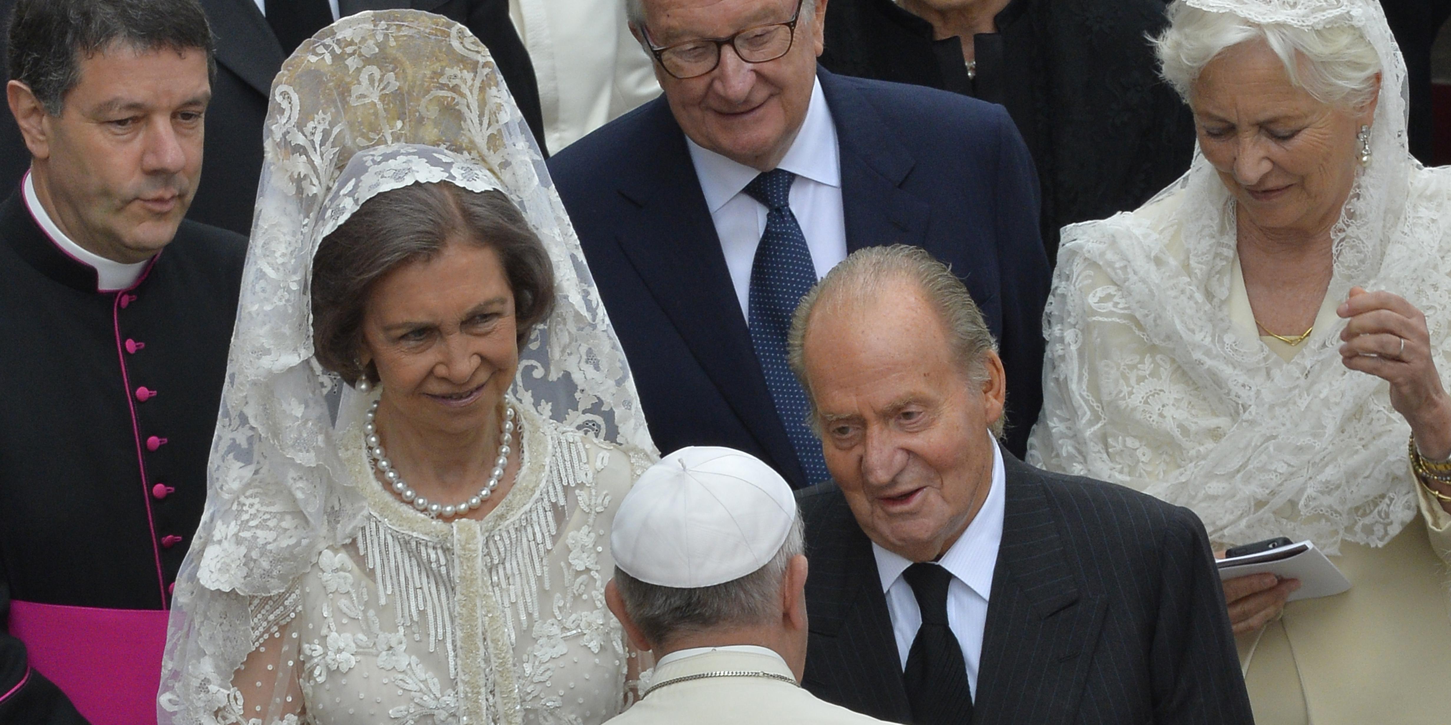 Papież Franciszek wita króla Hiszpanii Juana Carlosa I