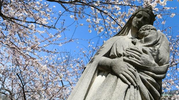 Pomnik Maryi z Dzieciątkiem
