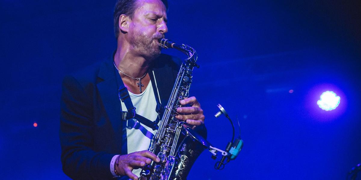 Mateusz Pospieszalski z saksofonem