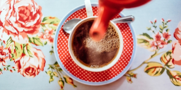 Kawa w filiżance na stole
