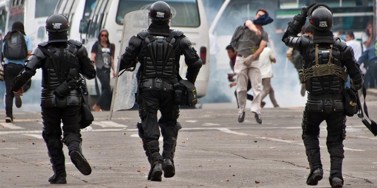 Policjanci podczas demonstracji w Bogocie