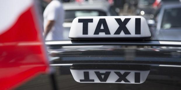 Znak Taksówki na dachu