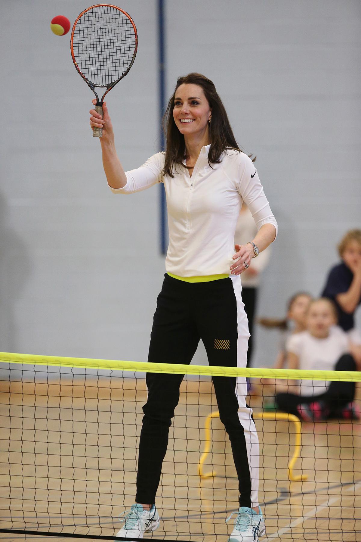Księżna Kate podczas zajęć z gry w tenisa w Szkocji