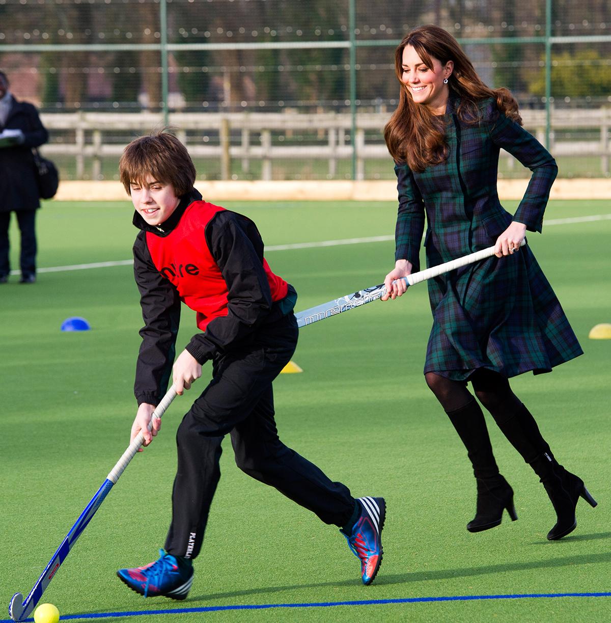 Księżna Kate gra w hokeja na trawie