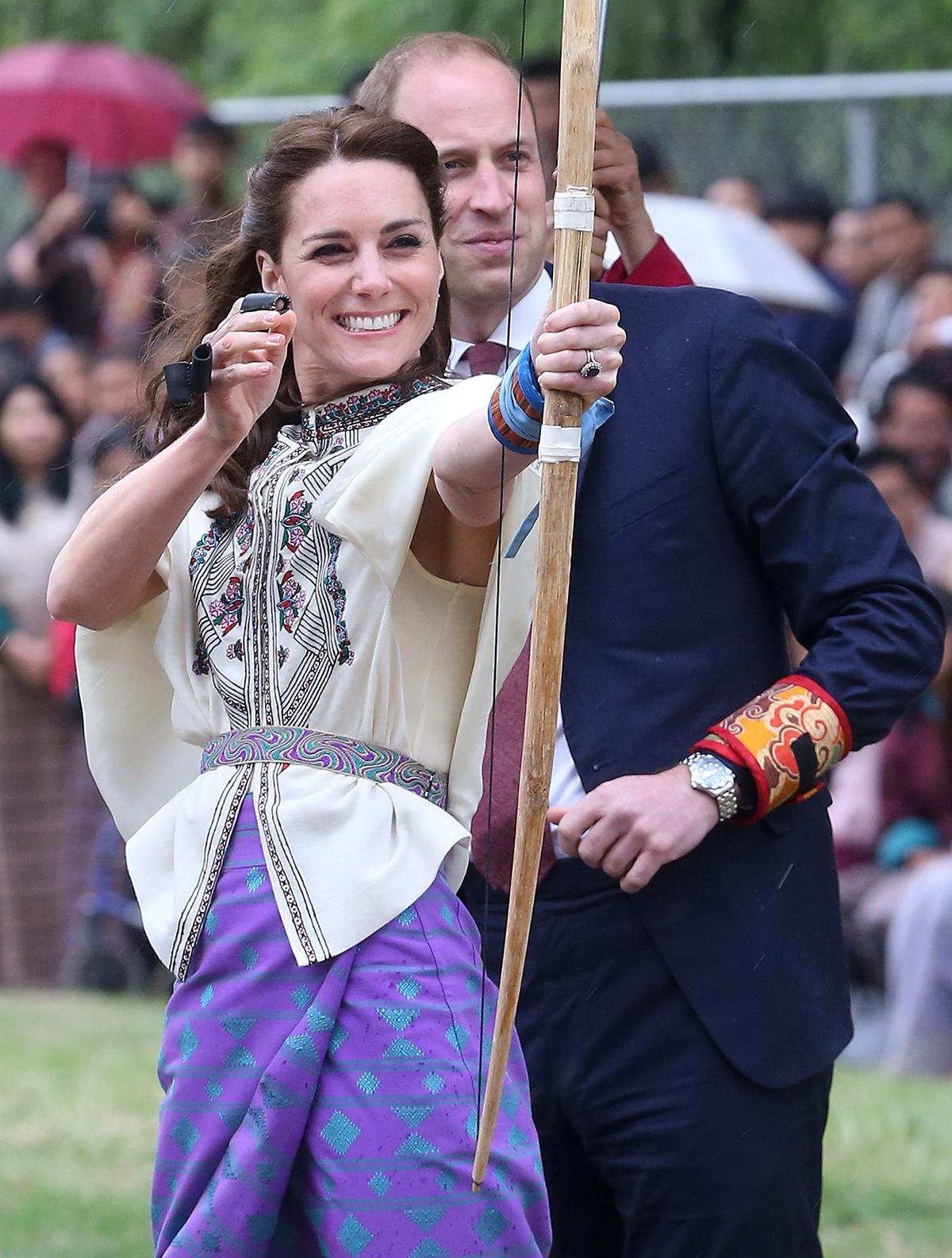 Kate, księżna Cambridge, strzela z łuku podczas wizyty w Bhutanie