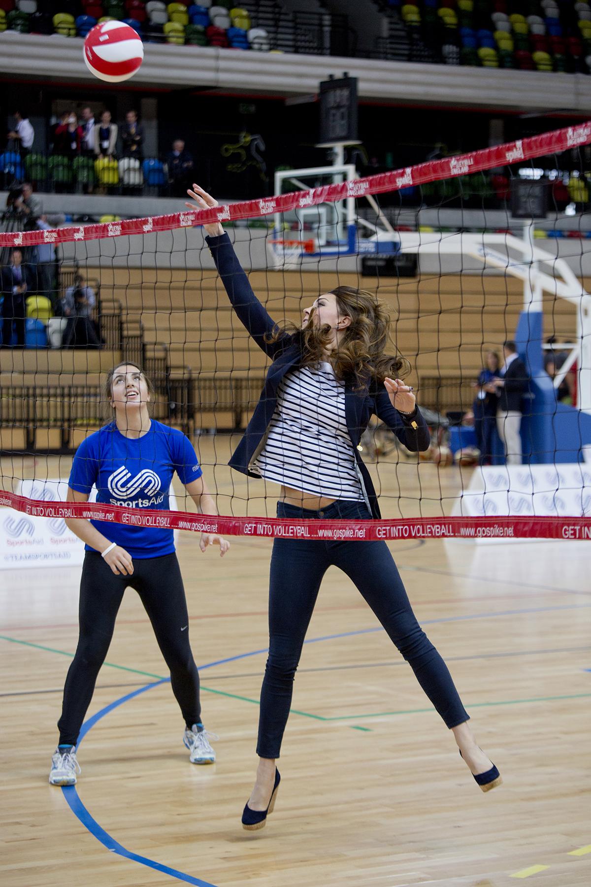 Księżna Kate gra w siatkówkę w Queen Olympic Park