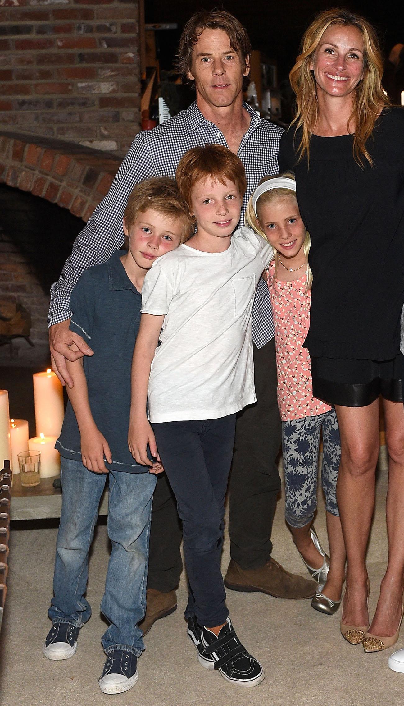 Julia Roberts z mężem Danielem Moderem i dziećmi