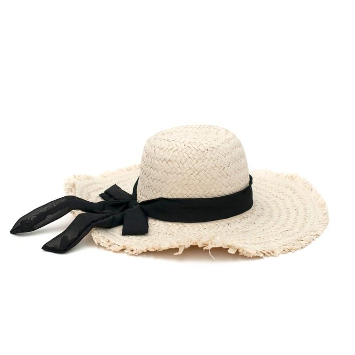 Słomkowy kapelusz z dużym rondem