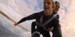 SPARALIŻOWANA SURFERKA