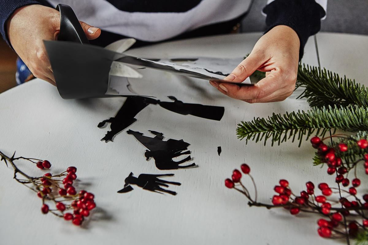 Wycinanie figur do szopki Bożonarodzeniowej