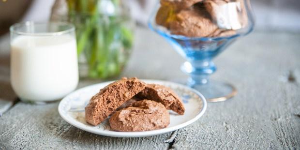 Ciasteczka z czekolady na talerzyku