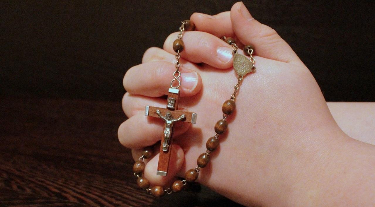 PRAYING ROSARY