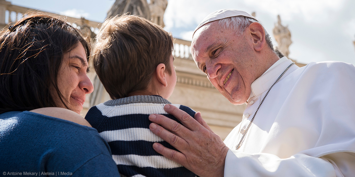 POPE FRANCIS,CHILD,MOTHER