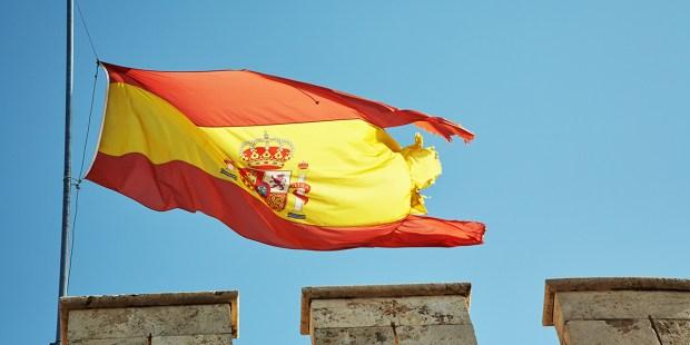FLAGA W POŁOWIE MASZTU
