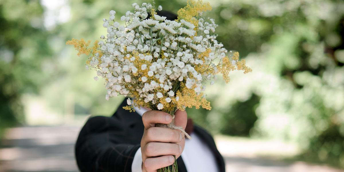 MAN,FLOWERS,DATE