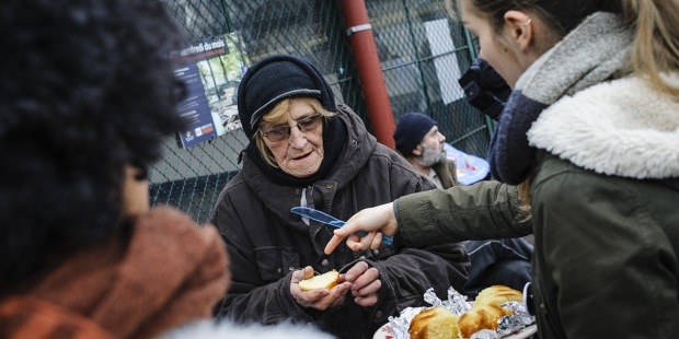 VOLUNTEERS FRANCS HOMELESS