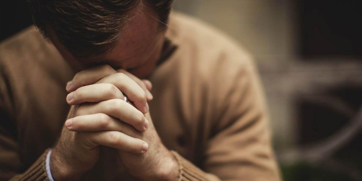 MAN,PRAYING