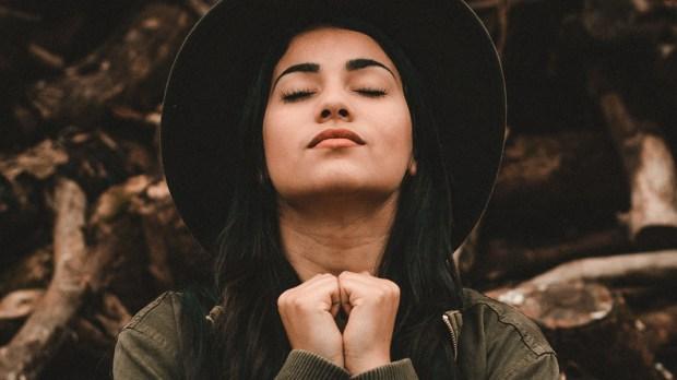 HIPSTER,WOMAN,PRAYING