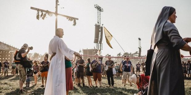 KRZYŻ NA PRZYSTANKU JEZUS