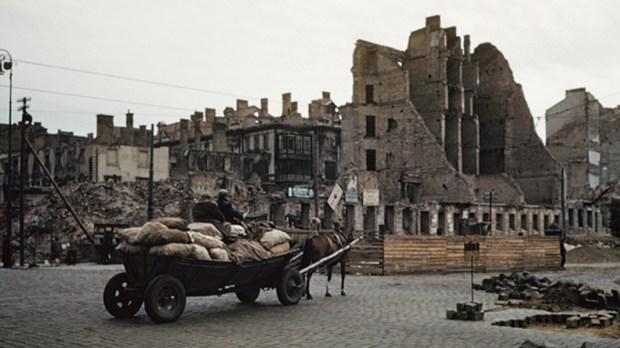 KOLOROWE ZDJĘCIA ZRUJNOWANEJ WARSZAWY 1947