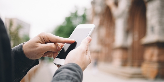 POLACY O UŻYWANIU TELEFONU W KOŚCIELE