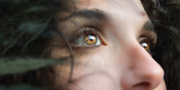 WOMAN,EYES,LOOKING