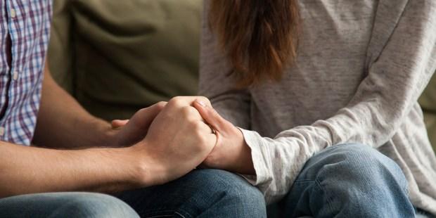JAK ROZMAWIAĆ Z RODZICAMI, KTÓRZY STRACILI DZIECKO
