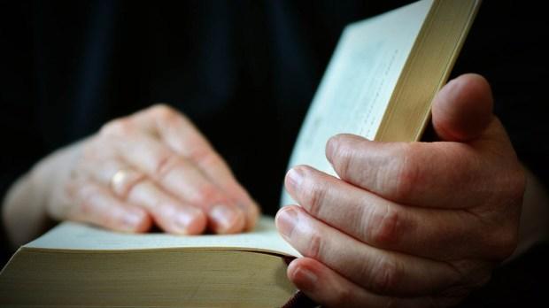 BIBLE,HANDS