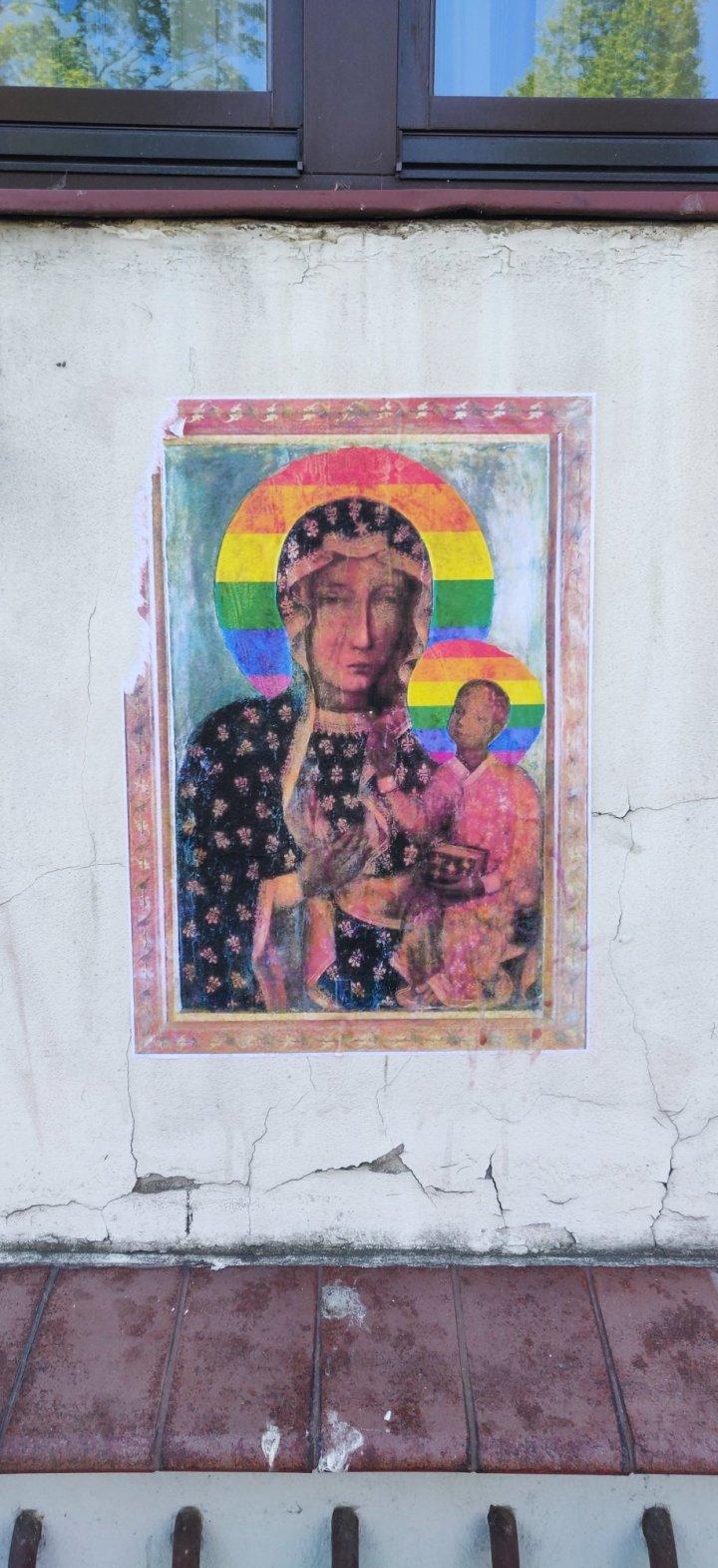 MARYJA Z TĘCZOWĄ AUREOLĄ
