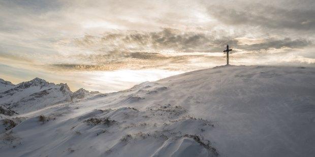 Krzyz na szczycie gory