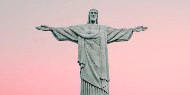 Jezus z Rio de Janeiro na tle nieba