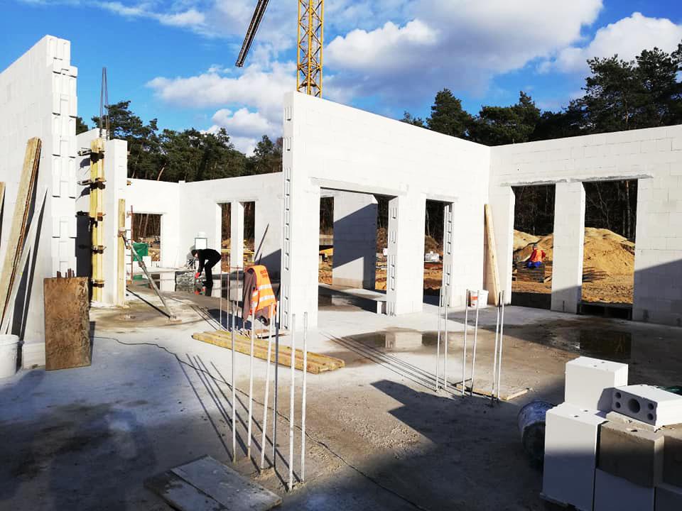 Budowa domu w Mocarzewie. Fot. Dom Mocarzy