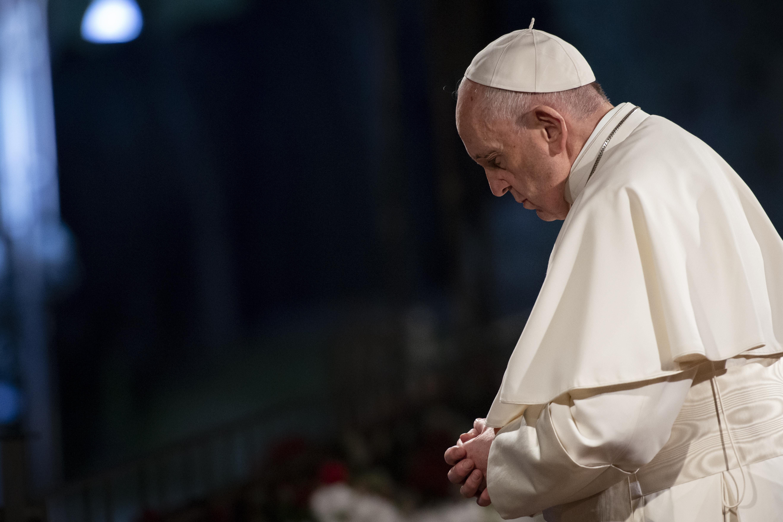 pope praying