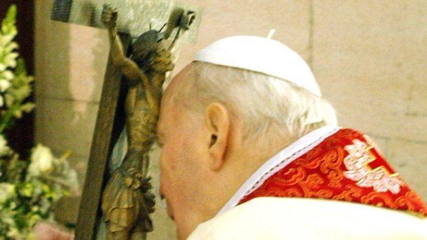 PAPIEŻ JAN PAWEŁ II Z KRZYŻEM