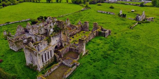 [GALERIA] W średniowieczu kwitły, aż… Zobacz ruiny irlandzkich klasztorów