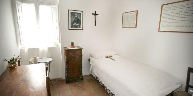 Padre Pio bedroom