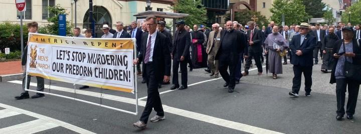 """[GALERIA] """"Z każdą aborcją związany jest jakiś mężczyzna"""". Pierwszy taki marsz pro-life"""