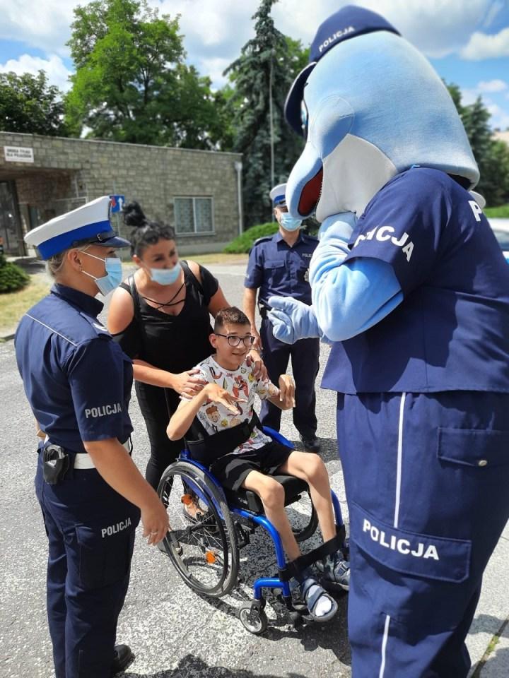 [GALERIA] Jeździ na wózku, ale przez jeden dzień był policjantem. Poznajcie detektywa Arona