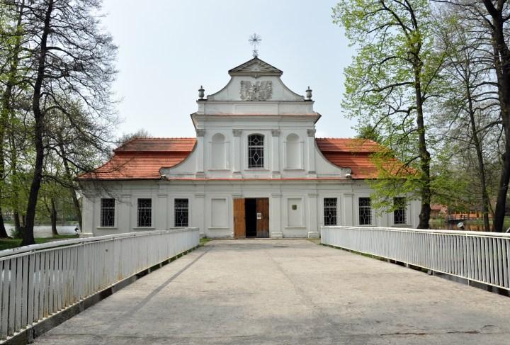 [GALERIA] Polskie kościoły i kaplice… na wodzie. 10 miejsc wartych odwiedzenia